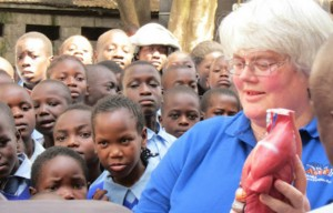 Photo of Liz teaching in Kenya